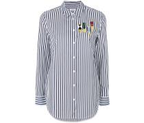 Gestreiftes Hemd mit aufgestickten Orden