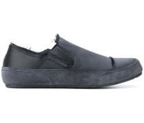 Slip-On-Sneakers mit ausgefransten Kanten