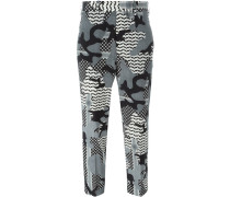 - camouflage print trousers - women