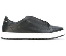 Slip-On-Sneakers mit Logo-Schild