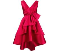 Ausgestelltes Kleid mit Schleife