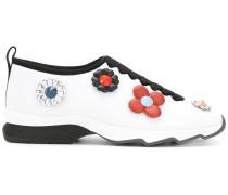 Sneakers mit Blütenapplikation