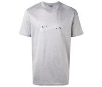 T-Shirt mit zensiertem Logo-Print