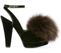 Sandalen mit Fuchspelzbommeln - women
