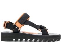 Sandalen mit Klettverschlüssen