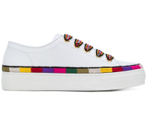 Sneakers mit kontrastierenden Details