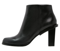 PINE Ankle Boot black