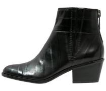 PHAEDRA Stiefelette black