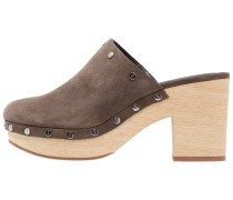 JACLYN Clogs olive
