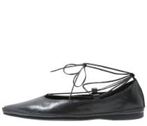 ANTONIA - Riemchenballerina - black