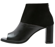 PEGGY Ankle Boot black