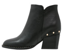 CLADENCE Ankle Boot black