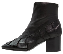 MILLY Stiefelette black