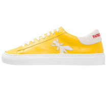 Sneaker low shiny yellow
