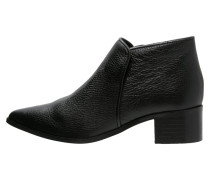 COLETTE Ankle Boot black
