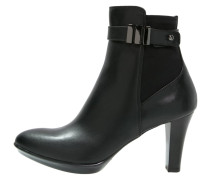 ROYALTY Stiefelette black
