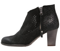 OMEGA Ankle Boot black