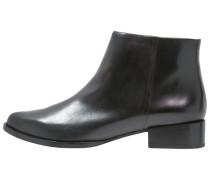 LARA Ankle Boot black