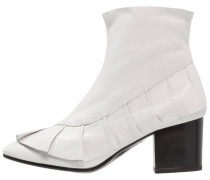 MILLY Stiefelette white