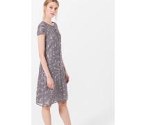 Kleid mit Blätter-Print in Grau