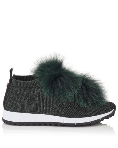 Norway Sneaker aus schwarzem Gewebe und Lurex mit Pompons aus flaschengrünem Fell