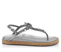 Neal Flat Sandalen aus stahlfarbenem genarbtem Leder in Metallic-Optik