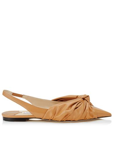 Annabell Flat Spitze flache Schuhe mit Slingback-Riemen aus weichem Lackleder in Karamell