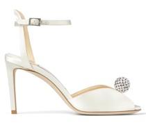 Sacora 85 Sandaletten aus elfenbeinfarbenem Satin mit kristallsteinverzierter Perle