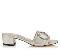 Granger 35 Mules aus silbernem Nappaleder in Metallic-Optik mit Kristallschnalle
