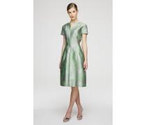 Tailliertes Jacquard-Kleid