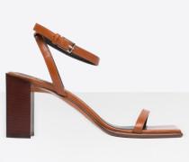 Quadratische Sandalen
