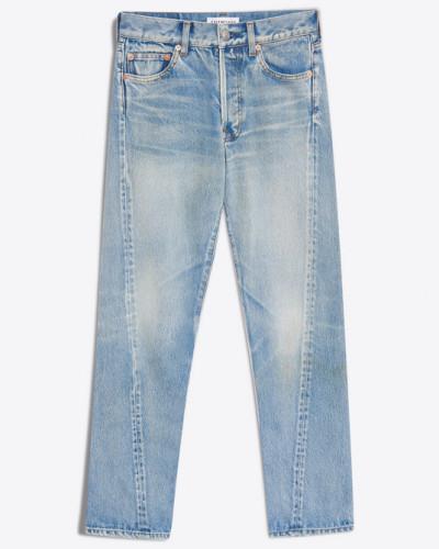 Jeans mit gedrehter Beinform