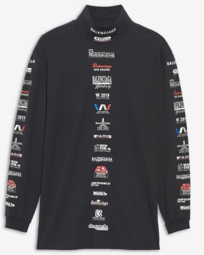 T-Shirt mit hohem Kragen und Multi-Logo-Listenprint