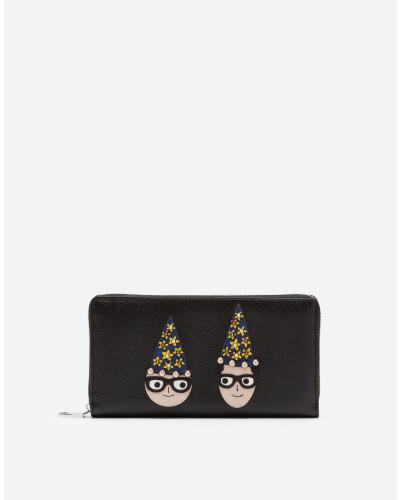 Portemonnaie mit Rundum-Reißverschluss aus Dauphine-Kalbsleder mit Designer-Patch