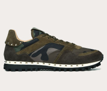 VALENTINO GARAVANI Nietenbesetzte Sneakers in Camouflage-Optik