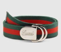 Herrengürtel mit geprägtem Gucci Schriftzug und D-Ring-Schnalle.