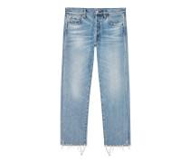 Kurz geschnittene Jeans aus hellblauem gebleichten Jeansstoff