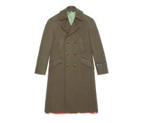 Mantel aus Wolle mit bemalten Knöpfen
