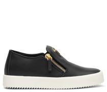 Black calfskin low-top sneaker EVE