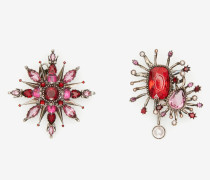 Asymmetrische Ohrringe in Rosa