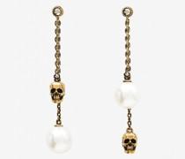 Ohrringe mit Kettenanhänger und perlenähnlichem Skull-Detail