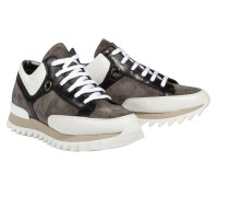 RIVETING TOUCH lace up sneaker