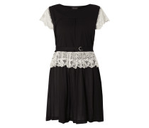Kleid mit Häkelspitze in Kontrastfarbe