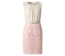 Kleid mit floralem Muster am Rockteil