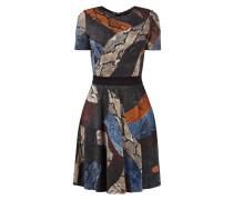 Kleid mit Schlangenmuster und Taillenpasse
