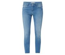 Cropped Slim Fit Jeans mit ausgefransten Beinabschlüssen