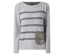 Pullover mit Tasche aus Häkelspitze