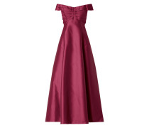 Abendkleid aus Satin im Off Shoulder Look