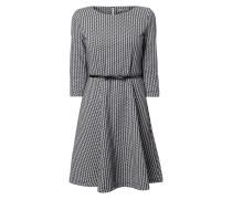 Kleid mit eingearbeitetem Allover-Muster