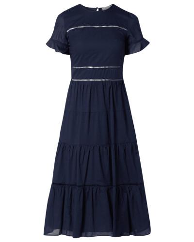 Kleid mit Zierborten aus Lochspitze